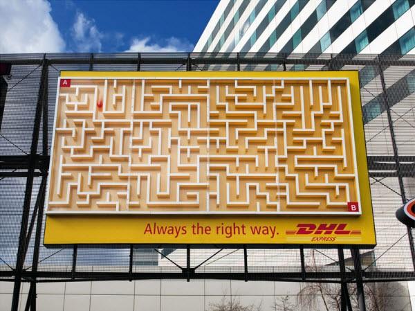 Billboard in de vorm van een doolhof