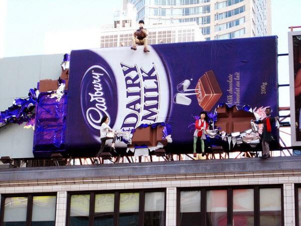 Gigantische chocoladereep als reclame