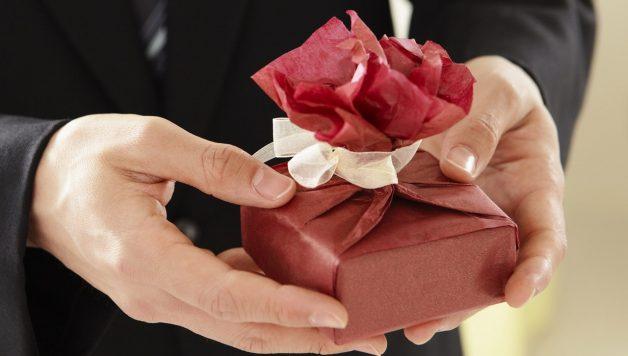 een giveaway die wordt uitgedeeld op een beurs